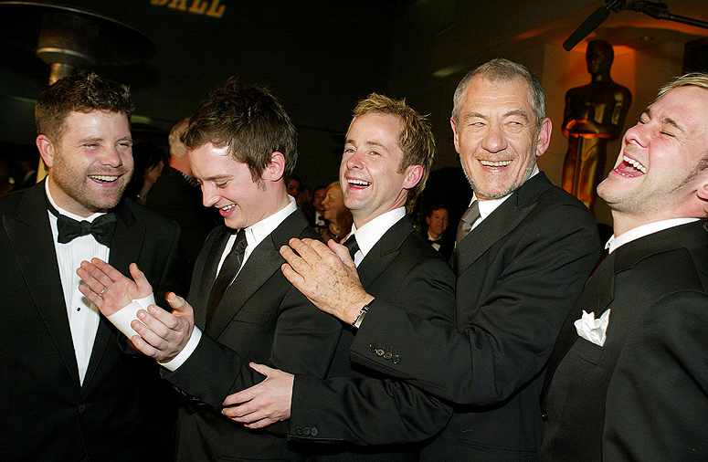 lord-of-the-rings-cast-clapping-oscars